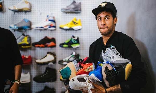 Đọc các ví dụ về cách sử dụng ngôn ngữ cho phép những người không phải là thành viên của cộng đồng sneaker tiếp xúc với các thuật ngữ khác nhau liên quan đến giày thể thao